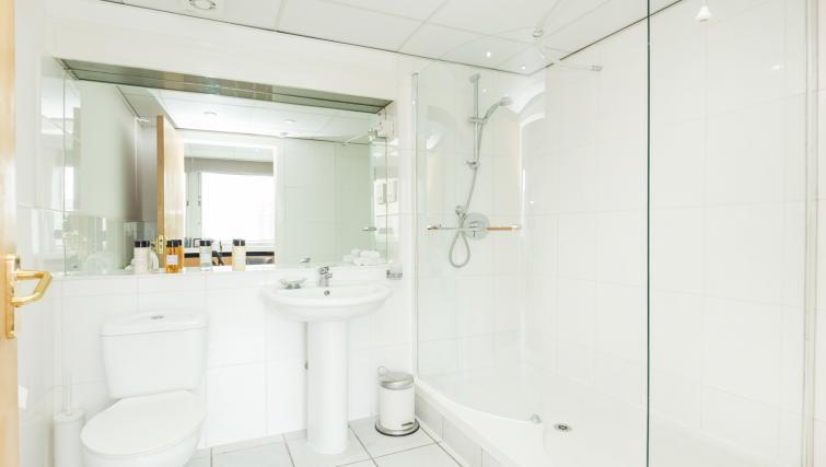 Bathroom at Baker Street Apartment - Citybase Apartments