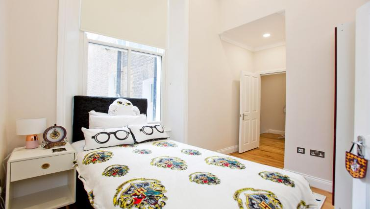 Modern bedroom at the Sunny Cromwell Apartment - Citybase Apartments