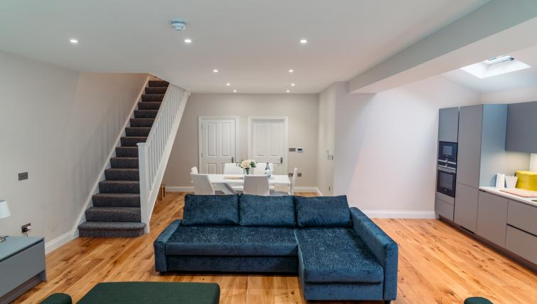 Lounge at the Sunny Cromwell Apartment - Citybase Apartments