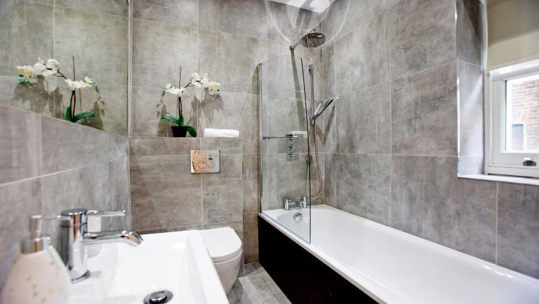 Bathroom at the Sunny Cromwell Apartment - Citybase Apartments