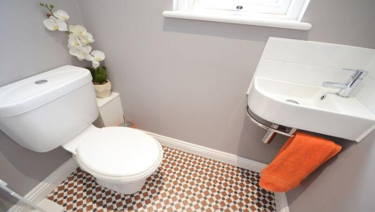 Toilet at Woodlea House - Citybase Apartments