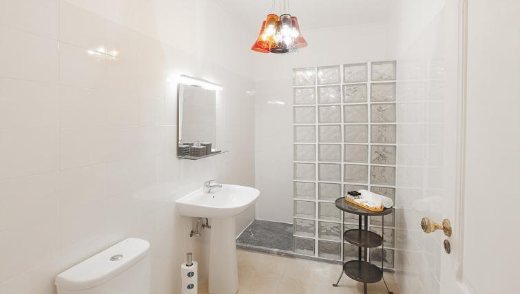 Bathroom at the Bairro do Amor Apartment - Citybase Apartments