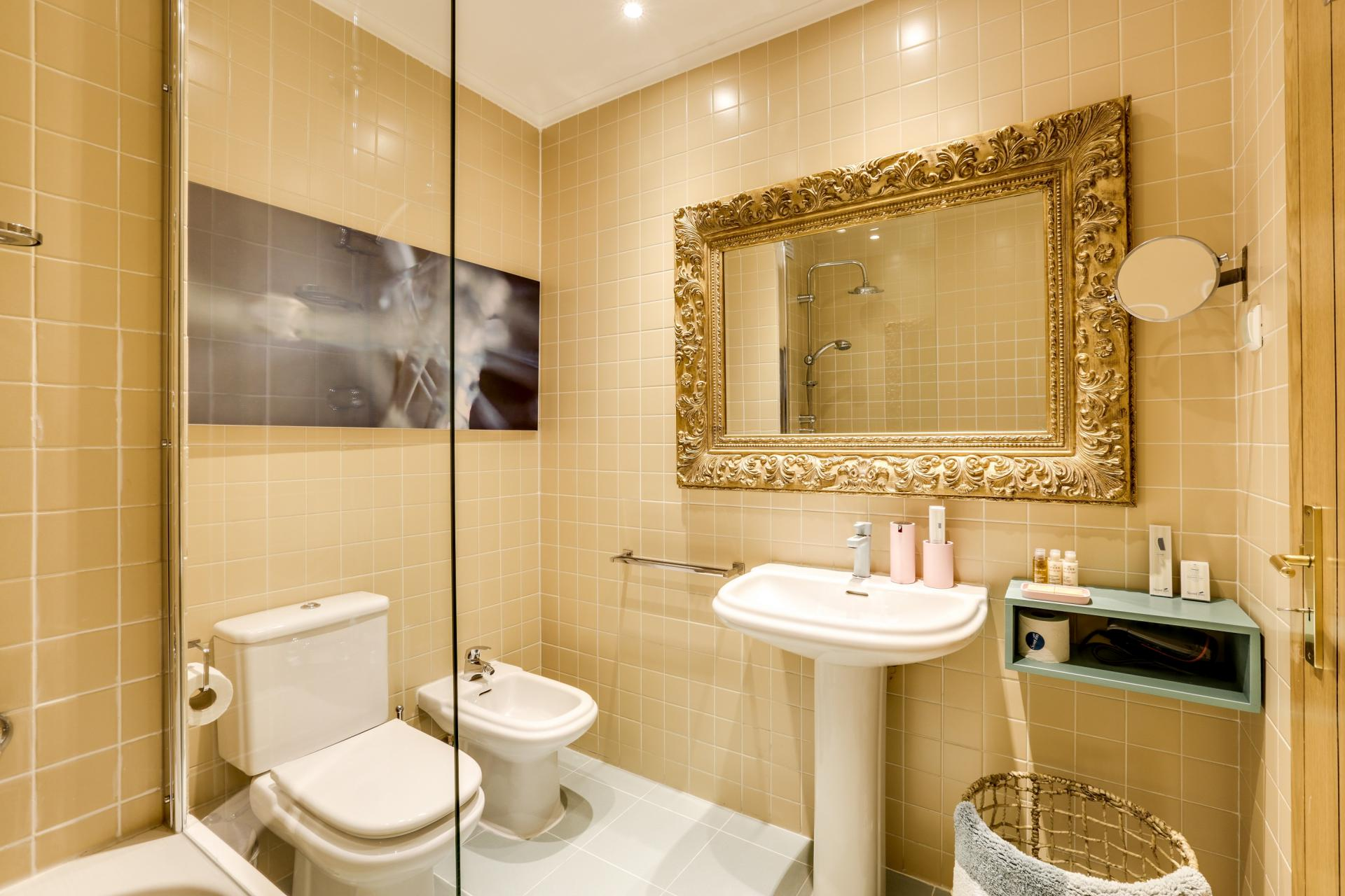 Shower at Prata Apartments - Citybase Apartments