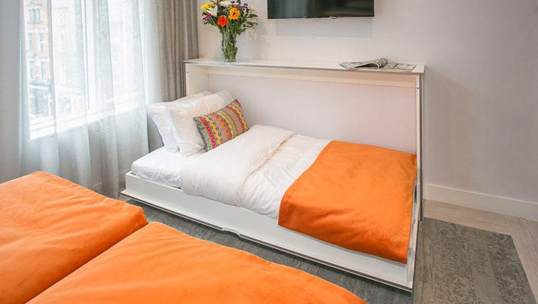Single bed at Grafton House Apartments - Citybase Apartments