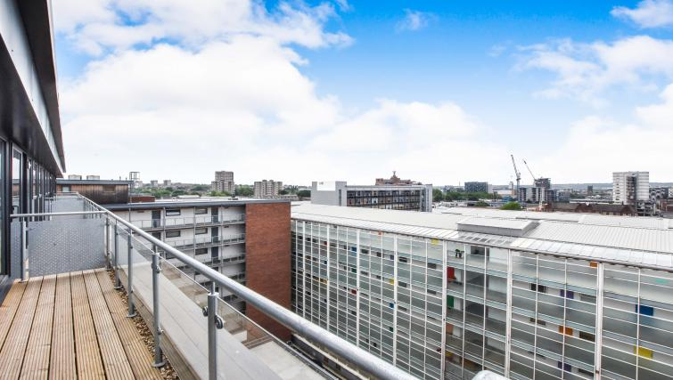 Views at the Victoria House Apartments - Citybase Apartments