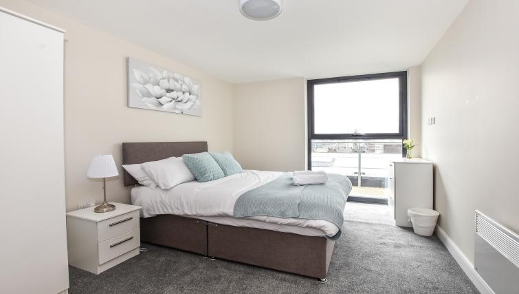 Big bed at the Victoria House Apartments - Citybase Apartments