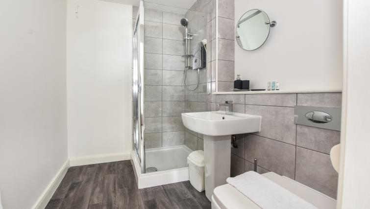 Bathroom at the Victoria House Apartments - Citybase Apartments