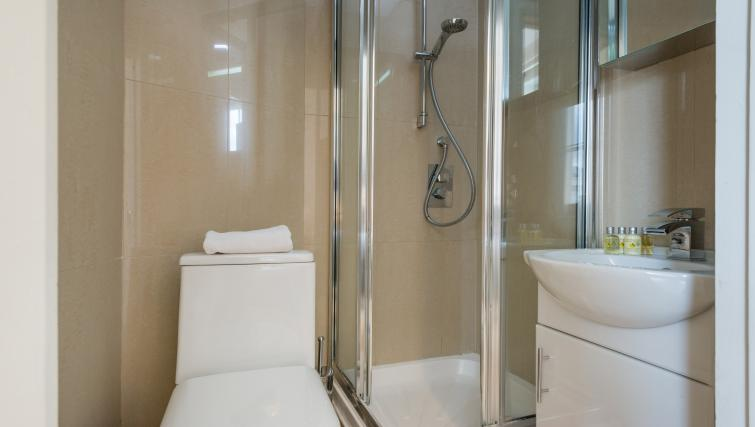 Shower at South Kensington Glendower Apartments - Citybase Apartments
