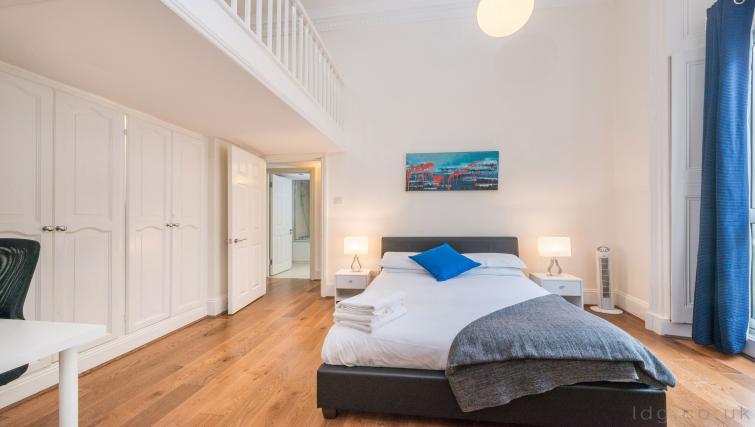 Spacious bedroom at South Kensington Glendower Apartments - Citybase Apartments