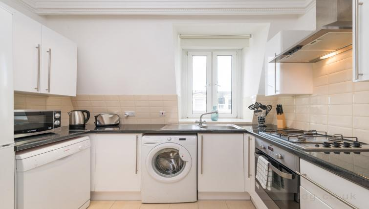 Kitchen facilities at South Kensington Glendower Apartments - Citybase Apartments