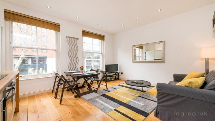 Living room at Theobalds Road Apartments - Citybase Apartments