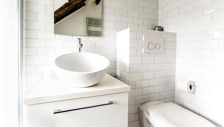 Sink at Saint Sébastien Apartment - Citybase Apartments
