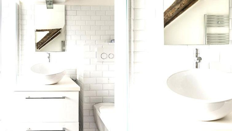 WC at Saint Sébastien Apartment - Citybase Apartments