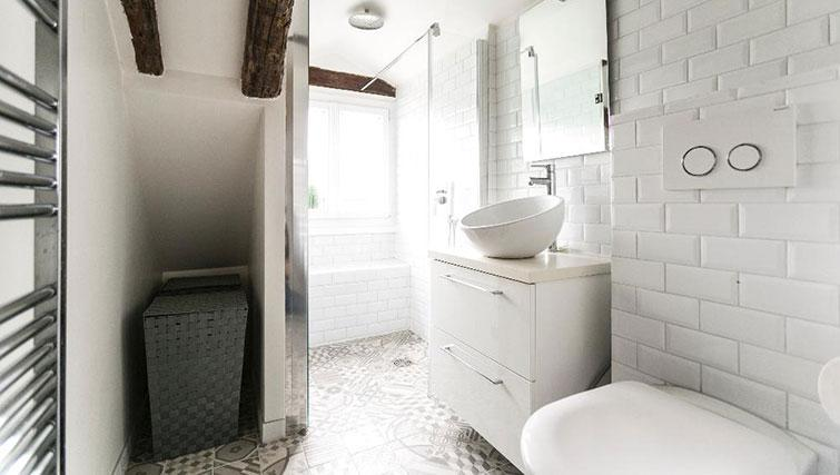Bathroom at Saint Sébastien Apartment - Citybase Apartments