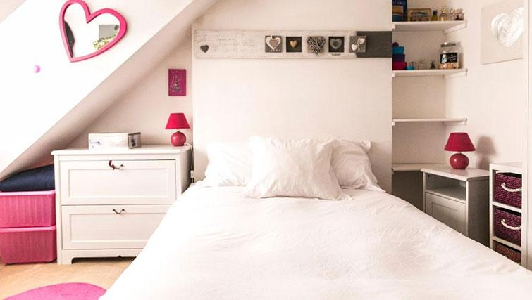 Double bedroom at Saint Sébastien Apartment - Citybase Apartments