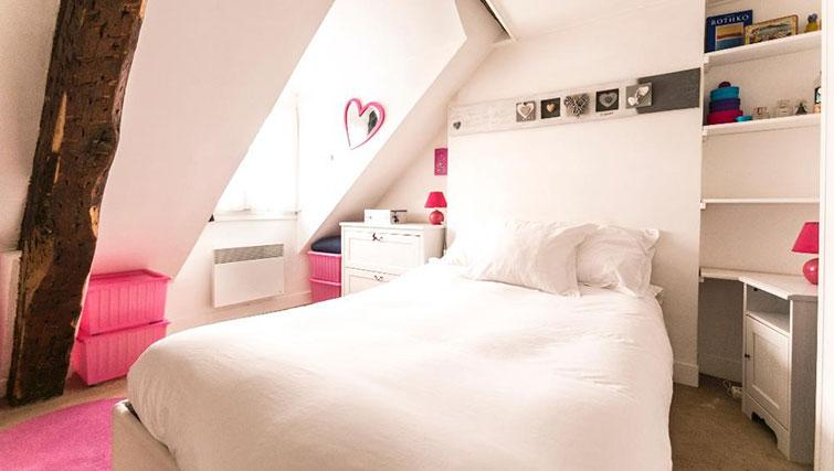 Bedroom at Saint Sébastien Apartment - Citybase Apartments