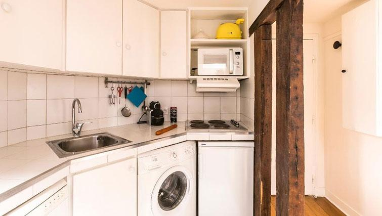 Kitchenette at Saint Sébastien Apartment - Citybase Apartments