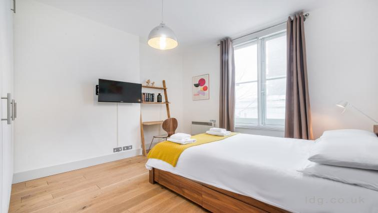 Spacious bedroom at Theobalds Road Apartment - Citybase Apartments