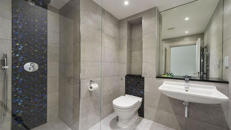 Bathroom at Maltings Place Apartments - Citybase Apartments