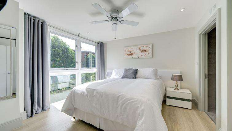 Bed at Maltings Place Apartments - Citybase Apartments