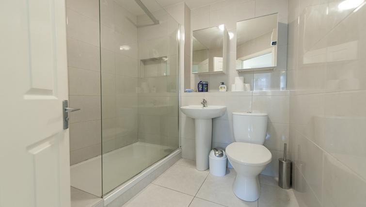 Bathroom at Eastmoreland Court Serviced Apartment - Citybase Apartments