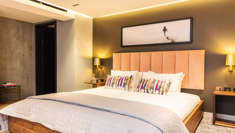 Large bed at Native Bankside Apartments - Citybase Apartments