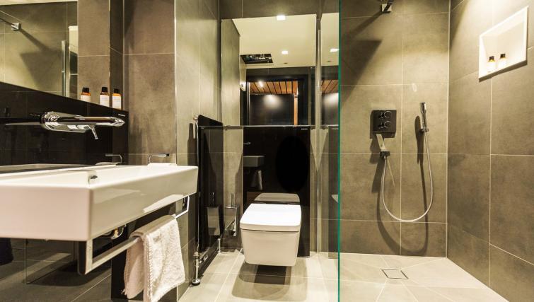 Shower at Native Bankside Apartments - Citybase Apartments
