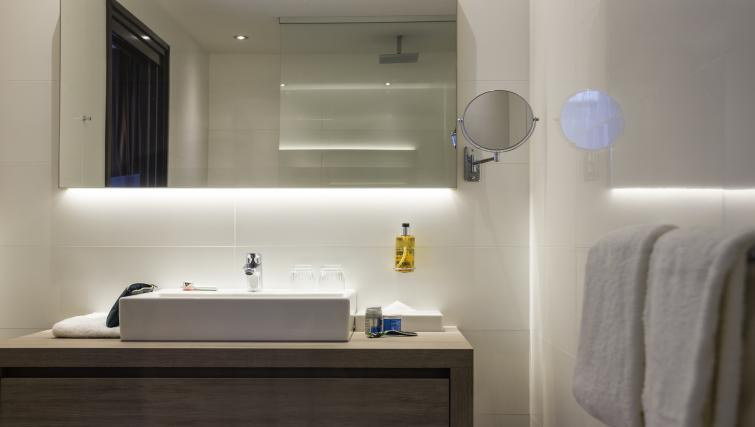 Bathroom at the Adagio Amsterdam City South Apartments - Citybase Apartments