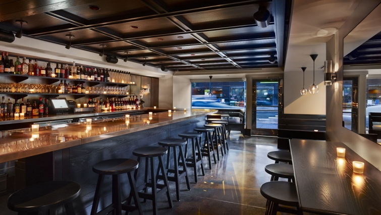 Bar at AKA Rittenhouse Square - Citybase Apartments