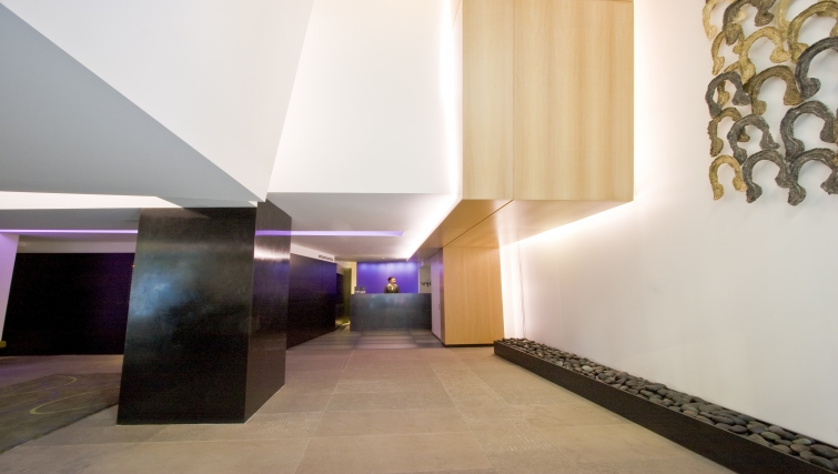 Lobby area at AKA Rittenhouse Square - Citybase Apartments