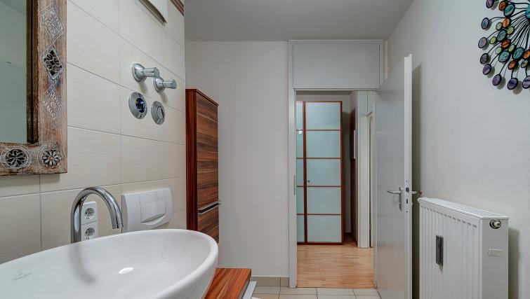 Gorgeous bathroom in Viktorias Apartment - Citybase Apartments