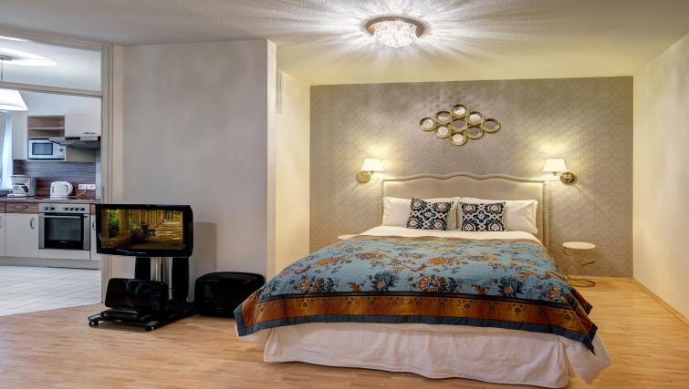 Large double bedroom in Viktorias Apartment - Citybase Apartments