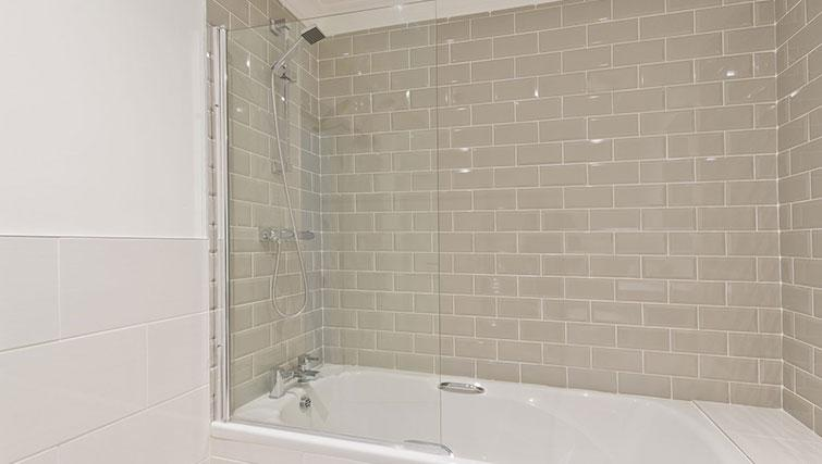 Bath at Suesey Place Apartments - Citybase Apartments
