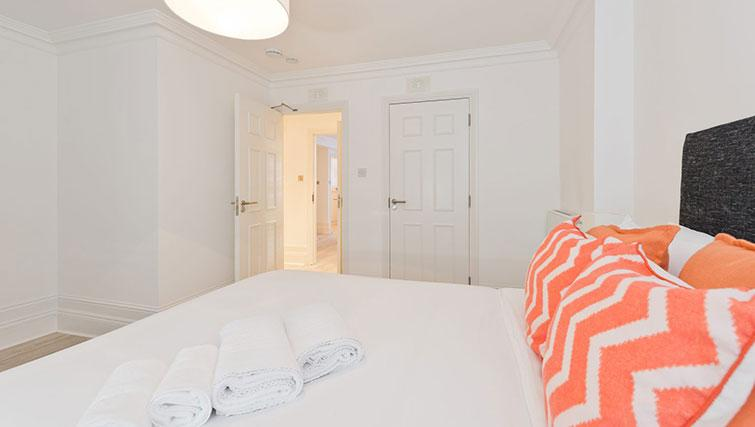 Double bedroom at Suesey Place Apartments - Citybase Apartments