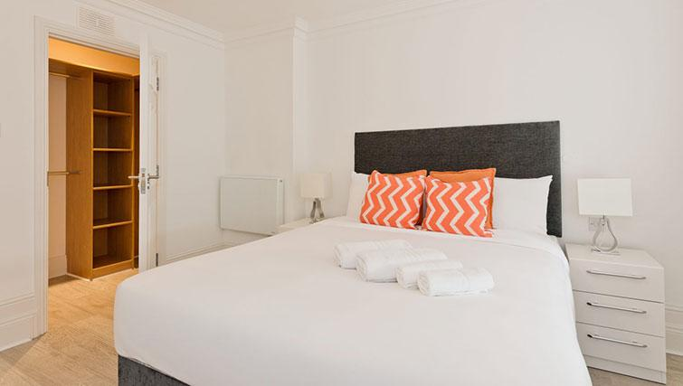 Bed at Suesey Place Apartments - Citybase Apartments