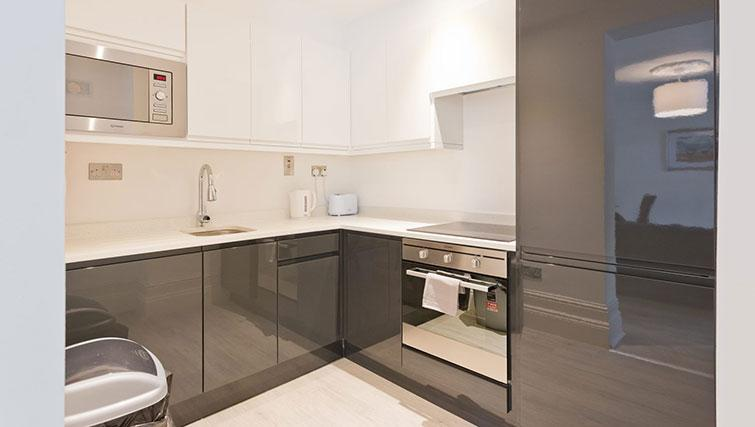 Kitchen at Suesey Place Apartments - Citybase Apartments