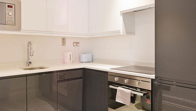 Equipped kitchen at Suesey Place Apartments - Citybase Apartments