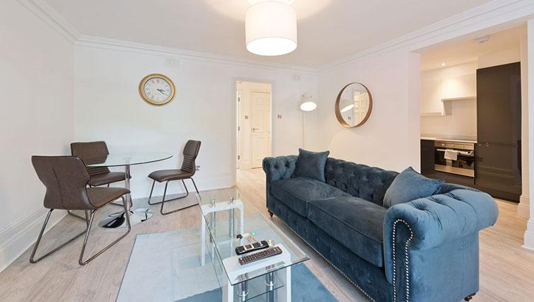Lounge at Suesey Place Apartments - Citybase Apartments
