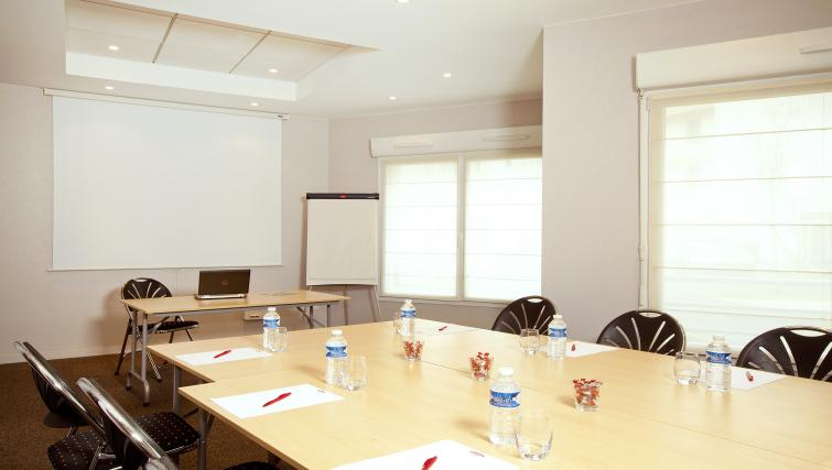 Meeting room at the Residhome du Théâtre Apartments - Citybase Apartments