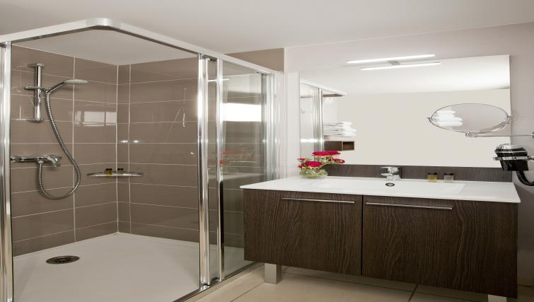 Bathroom at Residhome Bordeaux - Citybase Apartments