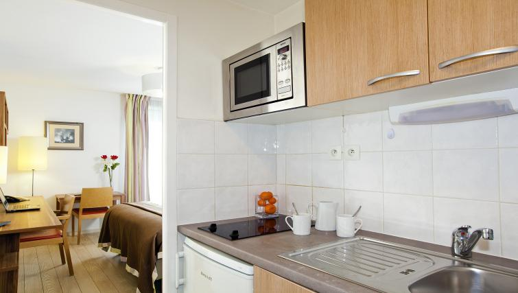 Kitchen at Residhome Bures la Guyonnerie - Citybase Apartments