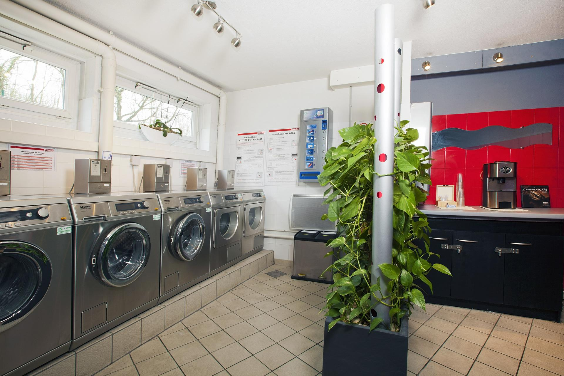 Laundry at Residhome Bures la Guyonnerie - Citybase Apartments