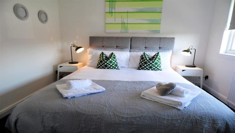 Bedroom at Woodfield House - Citybase Apartments
