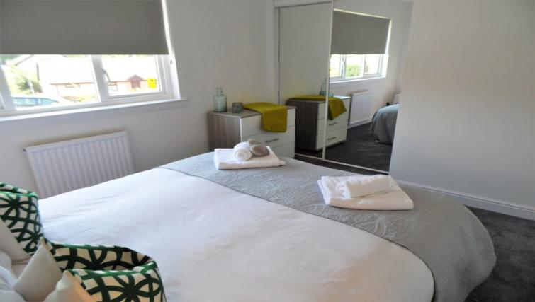 Double bedroom at Woodfield House - Citybase Apartments
