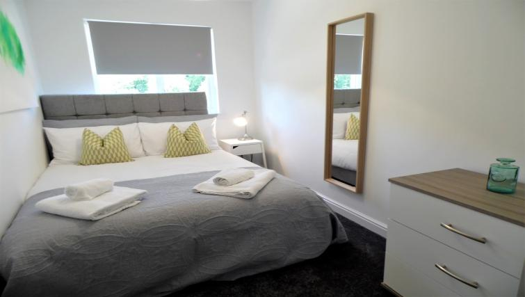 Bed at Woodfield House - Citybase Apartments