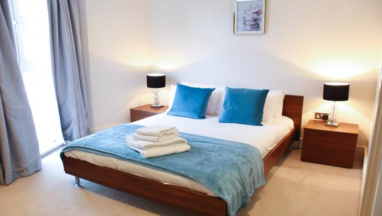 Bed at Flying Butler Westrovia Apartments - Citybase Apartments