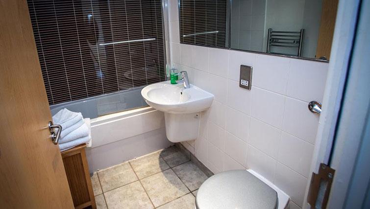 Bathroom at Cranbrook House Apartments - Citybase Apartments