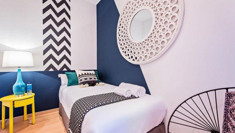 Single bed at Vicky Barcelona Apartment - Citybase Apartments