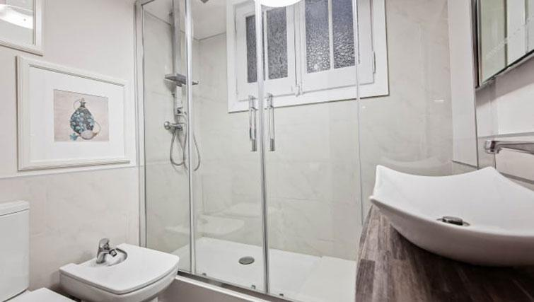 Bathroom at Gracia Deluxe Apartment - Citybase Apartments