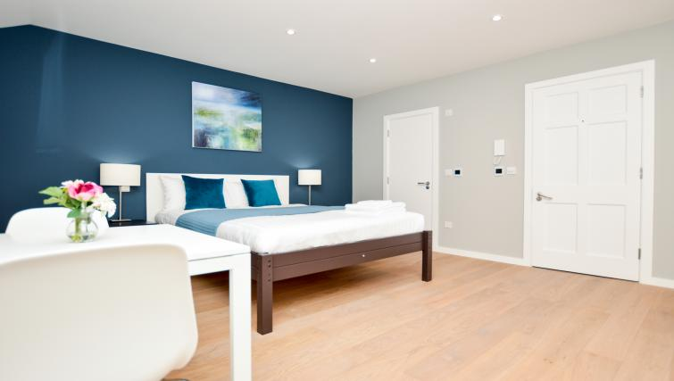 Double bed at Warren Street Serviced Apartment - Citybase Apartments